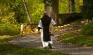 Monks offer free caskets amid coronavirus
